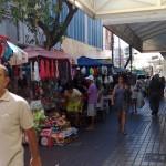 """04112010 Rua Liberato Barroso """"É proibido embaraçar ou impedir, por qualquer meio, o livre trânsito de pedestre ou veículo nas vias públicas, praças, passeios, estradas e caminhos públicos""""."""