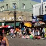 """13122010 G Rocha-J Alencar NATAL 2010 """"É proibido embaraçar ou impedir, por qualquer meio, o livre trânsito de pedestre ou veículo nas vias públicas, praças, passeios, estradas e caminhos públicos""""."""