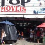 """13122010 Rua Gal Sampaio Top Moveis """"É proibido embaraçar ou impedir, por qualquer meio, o livre trânsito de pedestre ou veículo nas vias públicas, praças, passeios, estradas e caminhos públicos""""."""