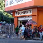"""20082010 Rua Pedro Pereira """"É proibido embaraçar ou impedir, por qualquer meio, o livre trânsito de pedestre ou veículo nas vias públicas, praças, passeios, estradas e caminhos públicos""""."""