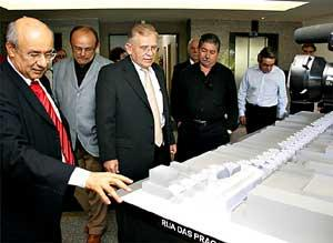 Encontro: José Pimentel disse que o projeto é uma solução para os feirantes do Beco da Poeira  ADRIANA PIMENTEL